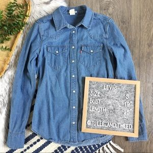 Levi's denim button down shirt snap medium wash S